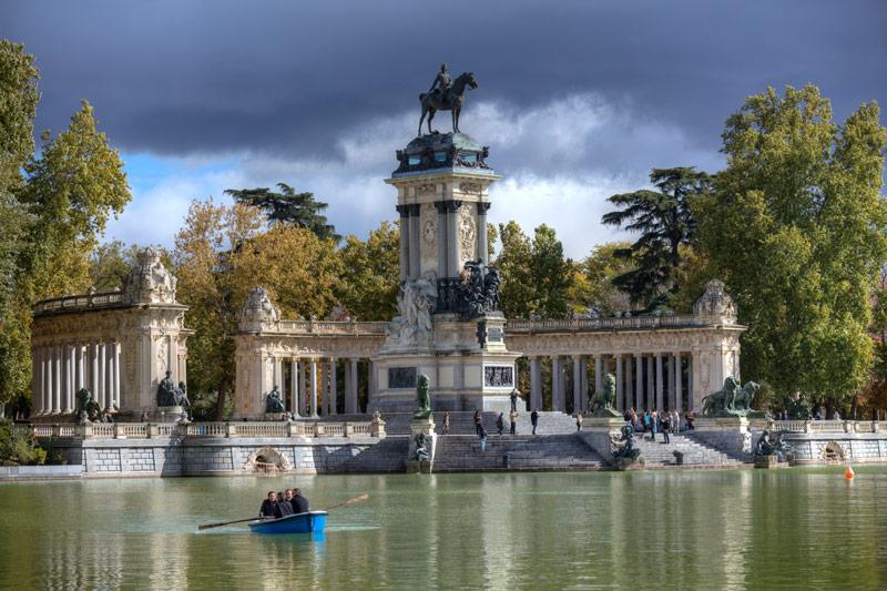 Het Parque del Buen Retiro is een van de populaire bezienswaardighedenMadrid