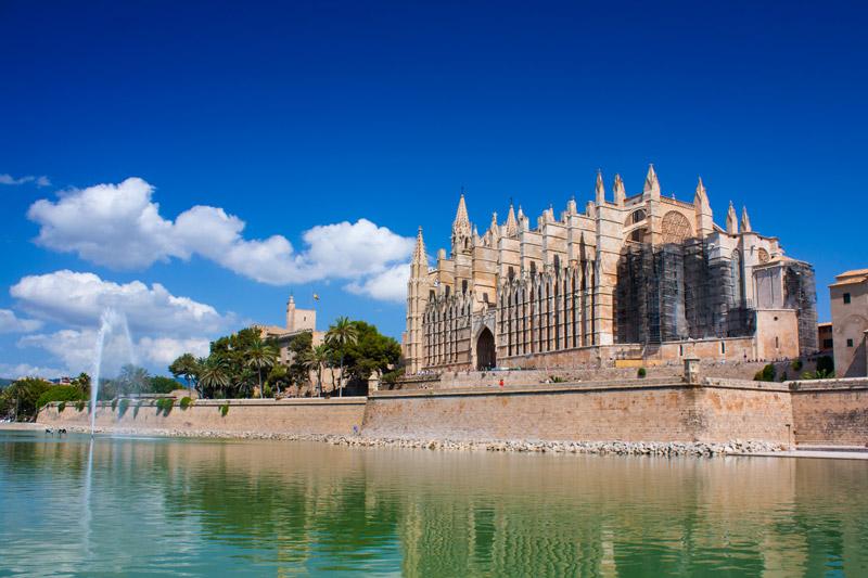 De prachtige Kathedraal Seu mag niet missen op je lijstje met wat te doen op Mallorca