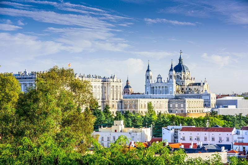 Het Koninklijk Paleis Madrid is een van de populaire bezienswaardighedenMadrid