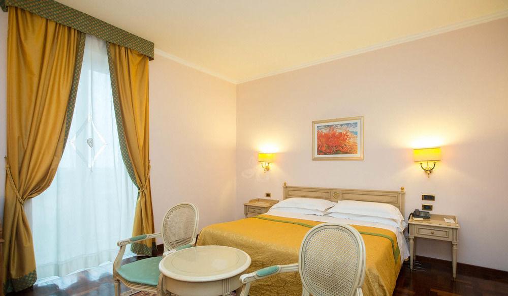 Hotel Grand Villa Politi - Bed