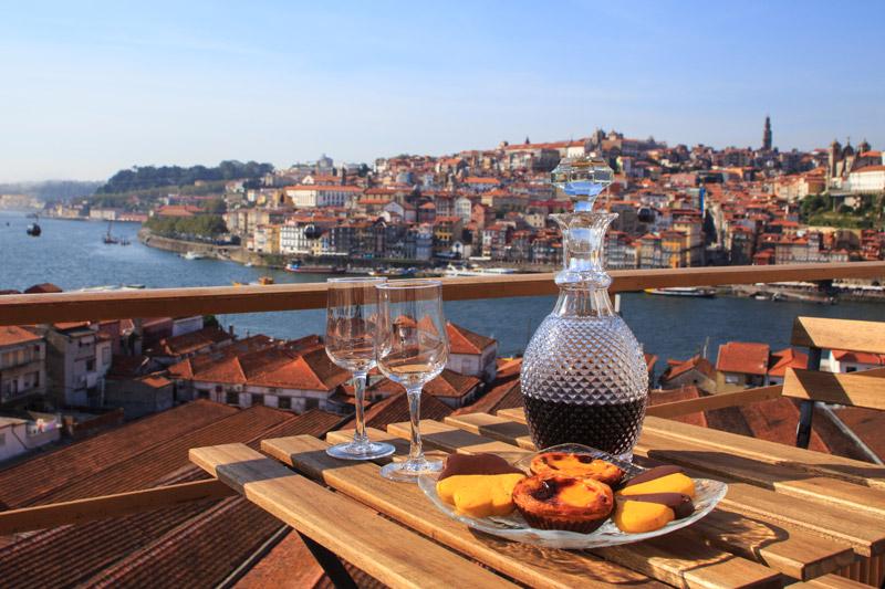 Port drinken in de wijk Vila Nova de Gaia
