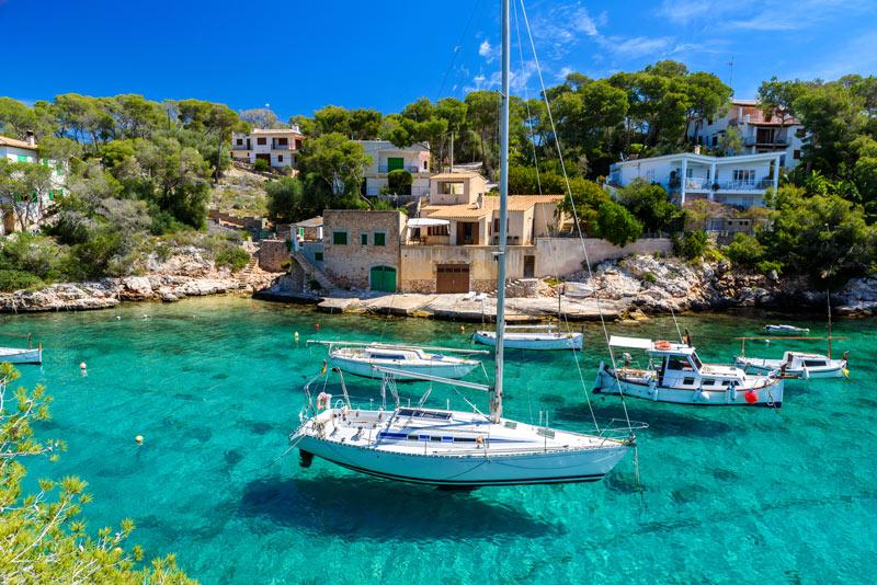 De prachtige baaiCala Figuera staat zeker in het lijstje met wat te doen op Mallorca