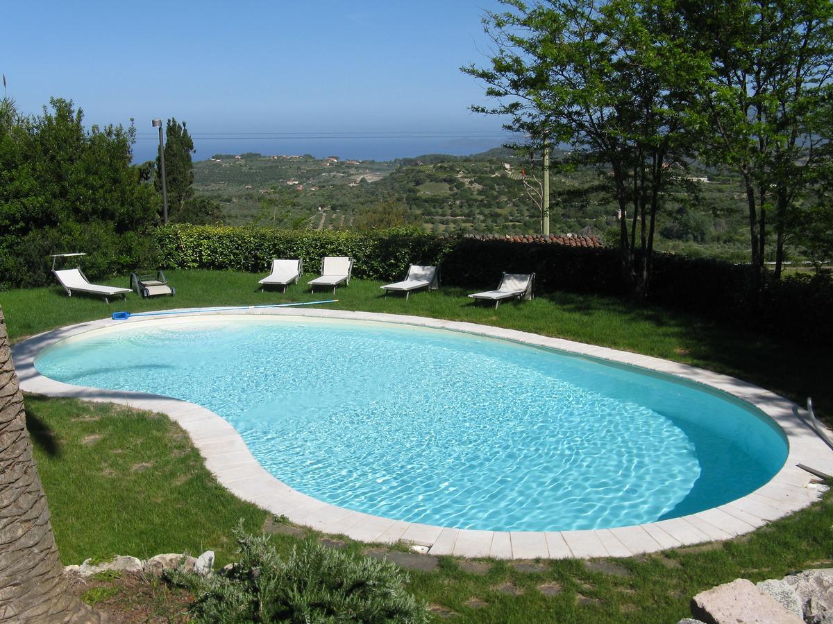 Buitenzwembad van Hotel  Villa Asfodeli op Sardinië