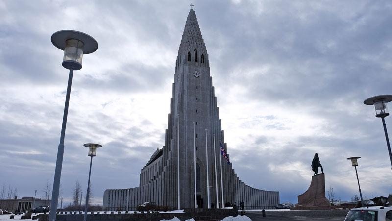 De Hallgrímskirkja een van de  IJsland bezienswaardigheden