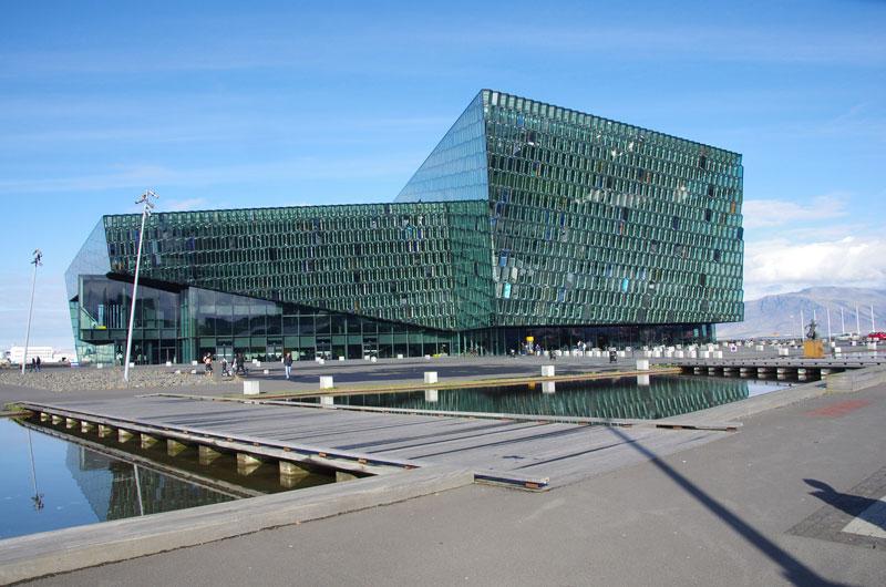 Het Harpa een van de  IJsland bezienswaardigheden