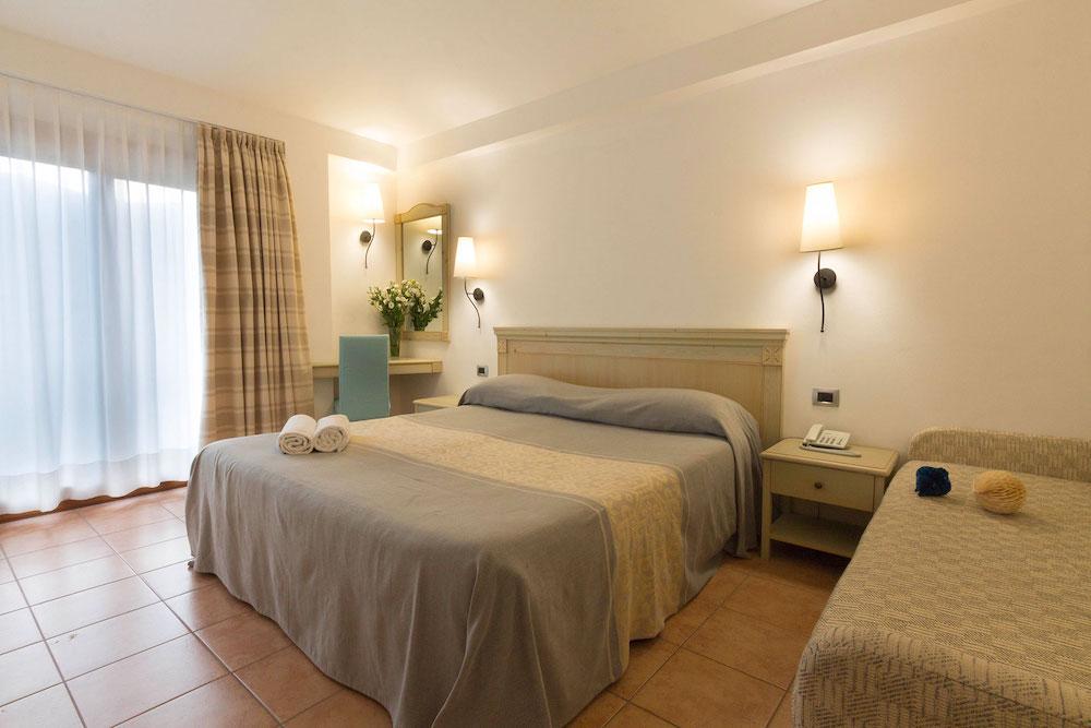 Tweepersoonskamer van Hotel Brancamaria op Sardinië