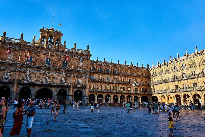 Het plein Plaza Mayor is een van de populaire bezienswaardighedenMadrid