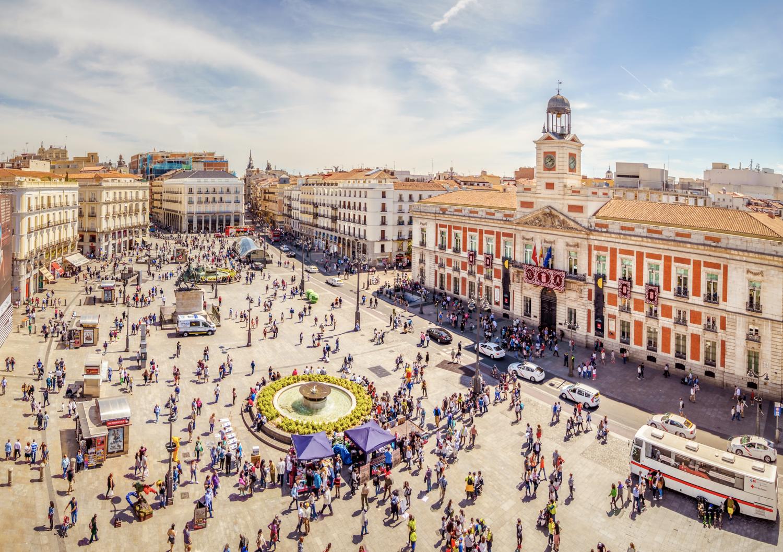 Het pleinPuerta del Sol is een van de populaire bezienswaardighedenMadrid